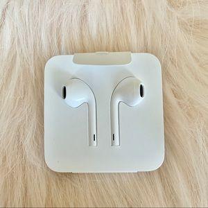 BRAND NEW APPLE 🍏 EarPods